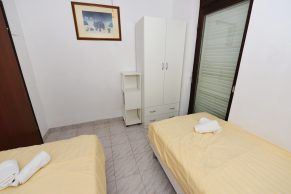 Apartments Gajac - Accommodation unit - Summer residence Holly - Three bedroom apartment - Bedroom - 01