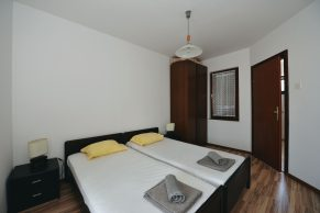 Apartments Gajac - Accommodation unit - Summer residence Ljiljana - One bedroom apartment - Bedroom - 01a