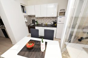 Apartments Gajac - Accommodation unit - Summer residence Kapetan - Two bedroom apartment - Kitchen and dining room - 01a