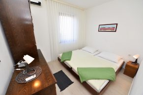 Apartments Gajac - Accommodation unit - Summer residence Kapetan - Two bedroom apartment - Bedroom - 02