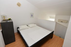 Apartments Gajac - Accommodation unit - Summer residence Kathy - Two bedroom apartment - Bedroom - 01