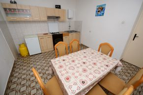 Apartments Mandre - Accommodation unit - Summer residence Magdalena - Three bedroom apartment - Dining room and kitchen - 01a
