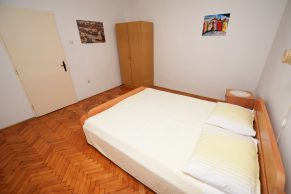 Apartments Mandre - Accommodation unit - Summer residence Magdalena - Three bedroom apartment - Bedroom - 02a