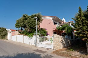 Apartments Mandre - Summer residence Stosica - Street view