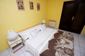 Apartments Mandre - Accommodation unit - Summer residence Stosica - Two bedroom apartment - Bedroom - 01a