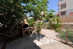 Apartments Novalja - Summer residence Natasa - Barbecue and garden