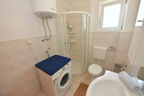 Apartments Novalja - Accommodation unit - Summer residence Natasa - One bedroom apartment - Bathroom - 01a