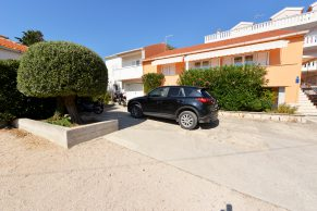 Apartments Novalja - Summer residence Stanka - Parking view and environment - 01