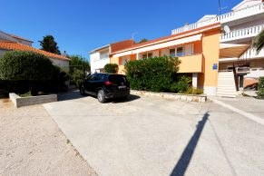 Apartments Novalja - Summer residence Stanka - Parking view and environment - 01a