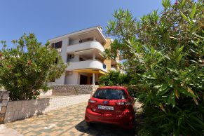 Apartments Novalja - Summer residence Katarina - Parking view