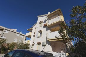 Apartments Novalja - Summer residence Stipe - Parking view - 01a